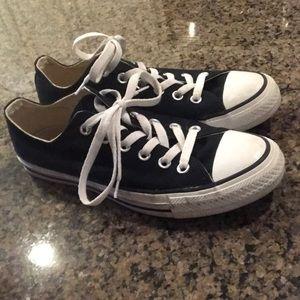 EUC Black converse size 8
